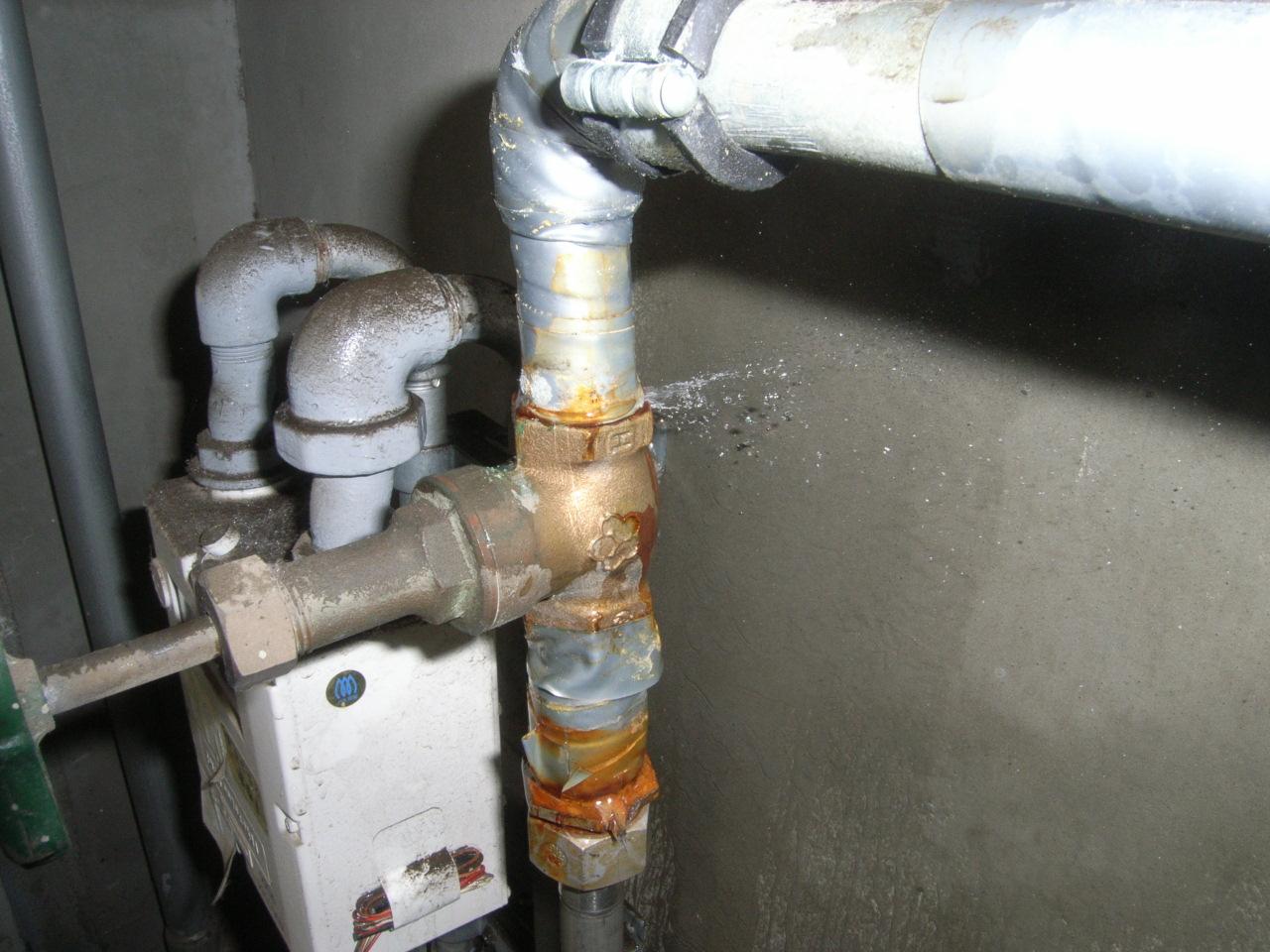 管の孔食による漏水状況