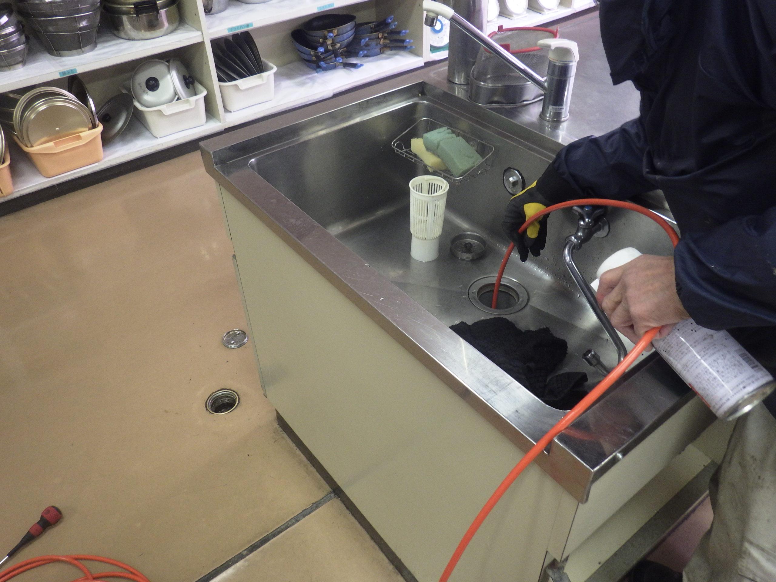 高圧洗浄による排水管の清掃